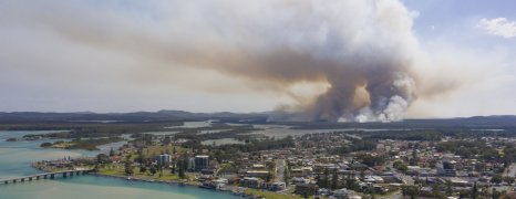 Aid for Australia as Fires Continue